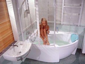 Душова кабінка у ванній кімнаті