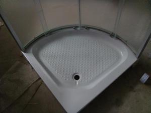 Кутовий варіант душової кабіни