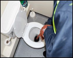 Вивчаємо процес прочищення каналізаційних труб