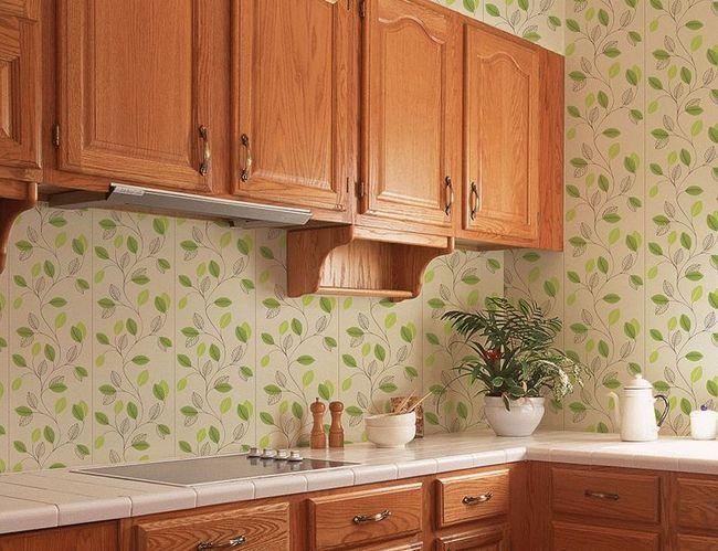 Завдяки водовідштовхувальним властивостям і стійкості до грибкових заражень, пластикові панелі є відмінним варіантом для обробки ванної та кухні