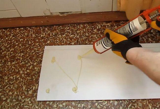 Кріплення пластикових панелей за допомогою клею