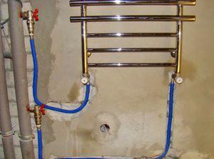 Установка полотенцесушителя зажадає деяких навичок і спеціальних інструментів.