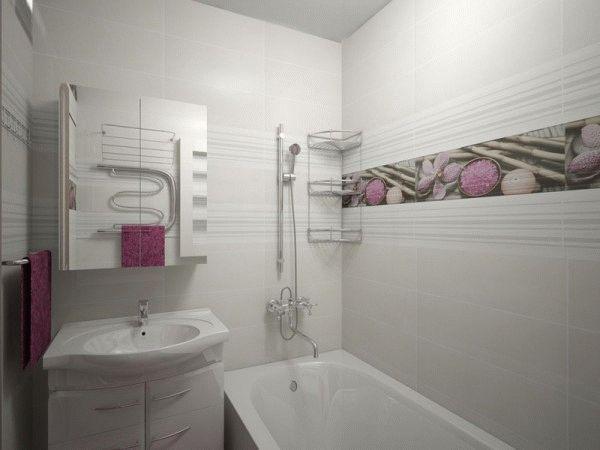 Для маленьких ванних кімнат найкращими є світлі відтінки плитки