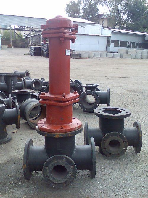 Фланцева підставка з пожежним гідрантом