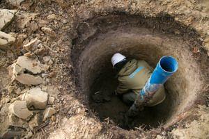 Свердловину з кесоном потрібно правильно облаштувати для повноцінного якісного водопостачання.
