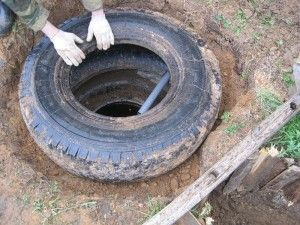 Приклад вигрібної ями з покришок