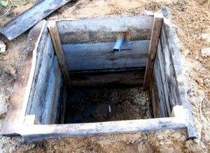 Приклад вигрібної ями з дерева