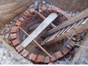 Кладка стін зливної ями